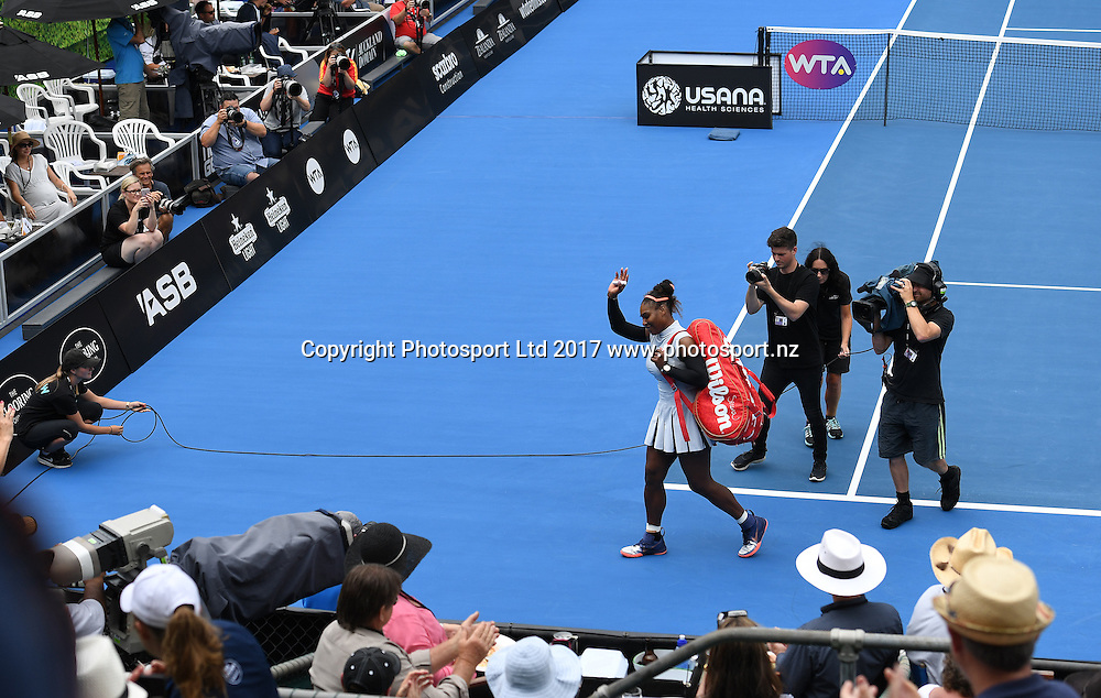Serena Williams waves to the fans after her first round singles match at the ASB Classic. WTA Womens Tournament. ASB Tennis Centre, Auckland, New Zealand. Tuesday 3 January 2017. © Copyright photo: Andrew Cornaga / www.photosport.nz