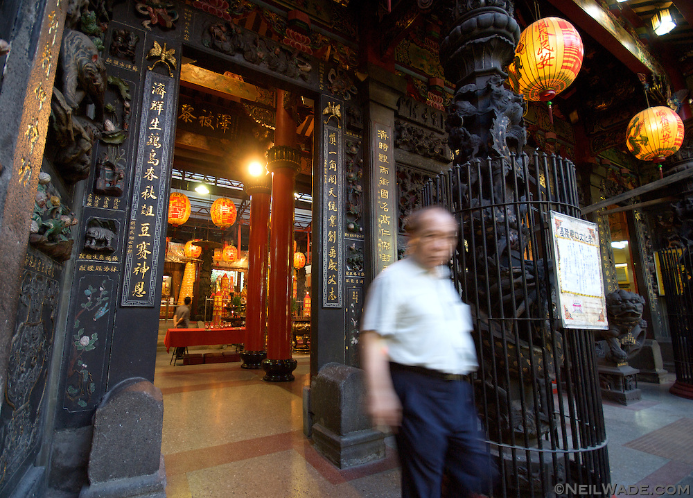 The Dian Ji Temple sits at the entrance to Miaokou Night Market (????) in Keelung, Taiwan (?????).