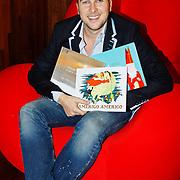 NLD/Amsterdam/20101115 - Presentatie Douwe Egberts Sinterklaasboeken Openbare Bibliotheek Amsterdam, Winston Gerschtanowitz en de boekjes