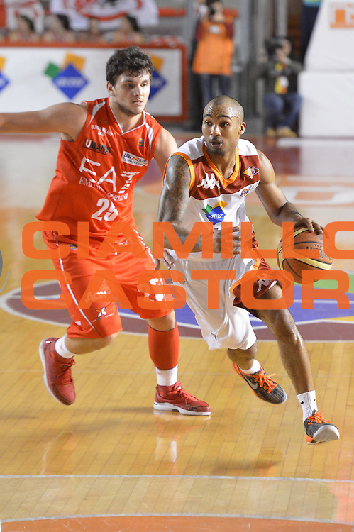 DESCRIZIONE : Roma Lega A 2012-13 Acea Roma EA7 Emporio Armani Milano<br /> GIOCATORE : Goss Phil<br /> CATEGORIA : palleggio<br /> SQUADRA : Acea Roma<br /> EVENTO : Campionato Lega A 2012-2013 <br /> GARA :  Acea Roma EA7 Emporio Armani Milano<br /> DATA : 17/02/2013<br /> SPORT : Pallacanestro <br /> AUTORE : Agenzia Ciamillo-Castoria/GiulioCiamillo<br /> Galleria : Lega Basket A 2012-2013  <br /> Fotonotizia : Roma Lega A 2012-13 Acea Roma EA7 Emporio Armani Milano<br /> Predefinita :