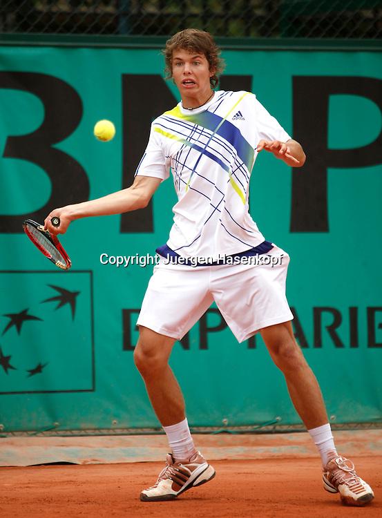 French Open 2010, Roland Garros, Paris, Frankreich,Sport, Tennis, ITF Grand Slam Tournament, ..Junioren Match, Peter Heller (GER) ..Foto: Juergen Hasenkopf..