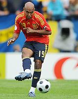 FUSSBALL EUROPAMEISTERSCHAFT 2008  Schweden - Spanien    14.06.2008 Marcos SENNA (ESP).