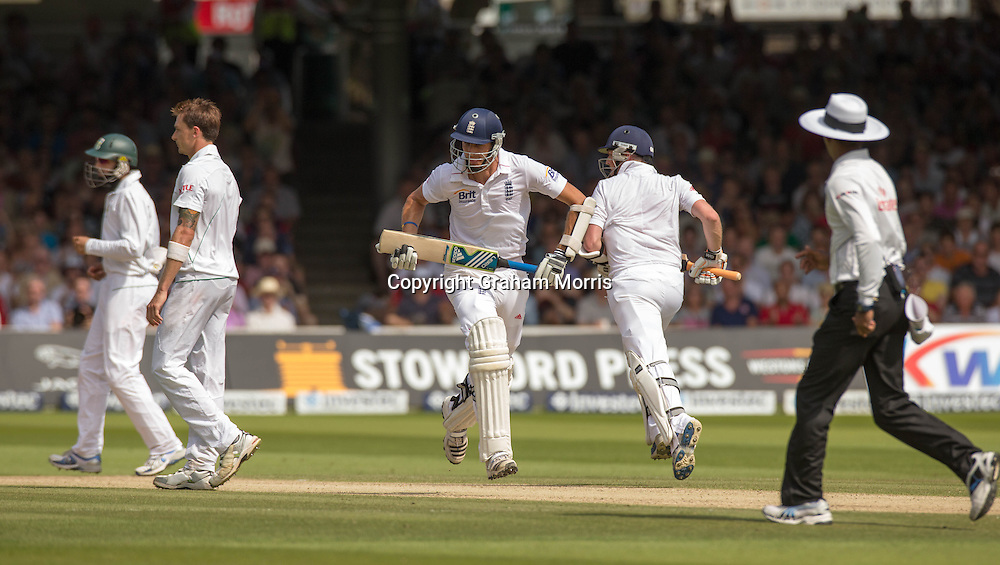 Steven Finn and Graeme Swann (right) run past bowler Dale Steyn (left) to give England the lead during the third and final Investec Test Match against South Africa at Lord's Cricket Ground, London. Photo: Graham Morris (Tel: +44(0)20 8969 4192 Email: sales@cricketpix.com) 18/08/12