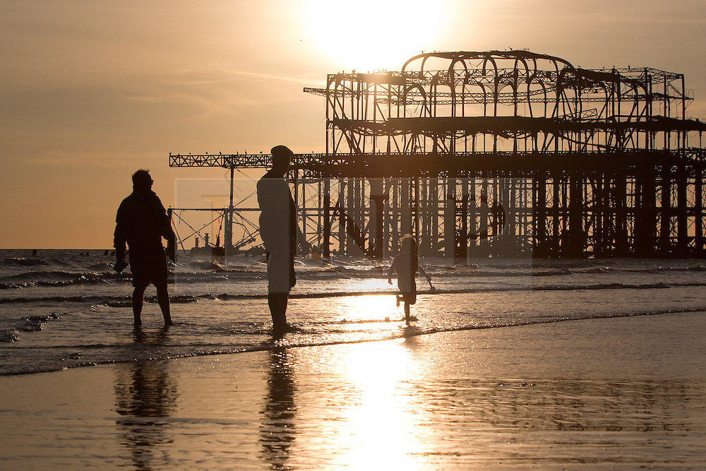 © Licensed to London News Pictures. 28/09/2015. Brighton, UK. Sunset on Brighton beach. Today September 28th 2015. Photo credit : Hugo Michiels/LNP