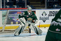 KELOWNA, BC - JANUARY 09: Dustin Wolf #32 of the Everett Silvertips warms up in net against the Kelowna Rockets  at Prospera Place on January 9, 2019 in Kelowna, Canada. (Photo by Marissa Baecker/Getty Images)