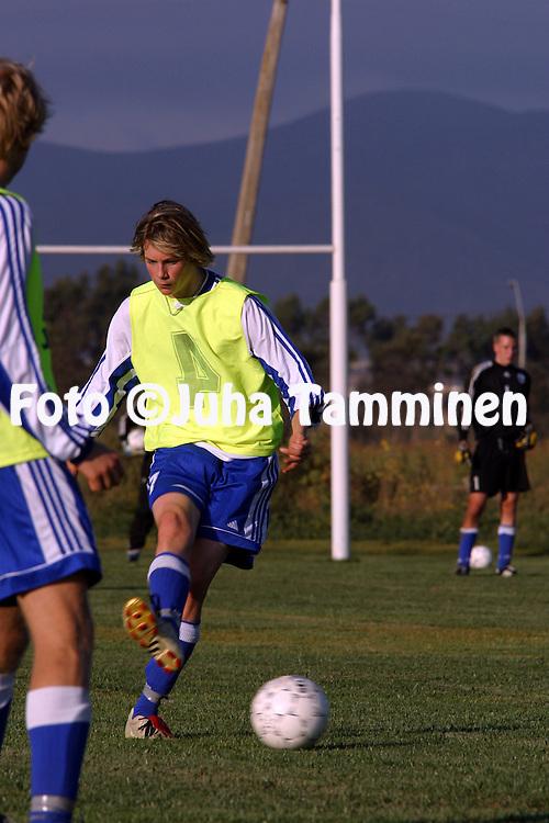 14.01.2003, La Serena, Chile..Kasper H?m?l?inen U-17 maajoukkueen harjoituksissa Sportiva Italianan rugbykent?ll?..©Juha Tamminen