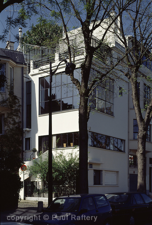 MAISON OZENFANT (HOUSE OF OZENFANT), 53 AVE REILLE, PARIS, FRANCE, LE CORBUSIER & AMEDEE OZENFANT, EXTERIOR, EXTERIOR VIEW FROM ROAD