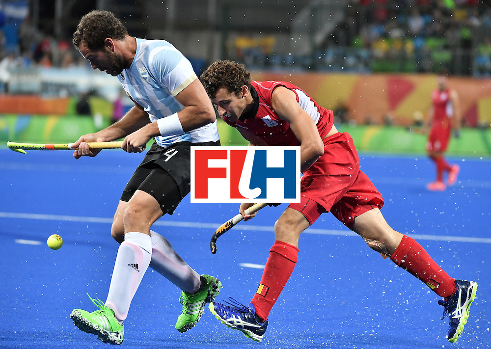 Argentina's Juan Gilardi (L) vies with Belgium's Florent van Aubel during the men's Gold medal field hockey Belgium vs Argentina match of the Rio 2016 Olympics Games at the Olympic Hockey Centre in Rio de Janeiro on August 18, 2016. / AFP / Pascal GUYOT        (Photo credit should read PASCAL GUYOT/AFP/Getty Images)
