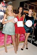 New York - Victoria's Secret Angels Visit The New 5th Avenue Store - 02 Nov 2016