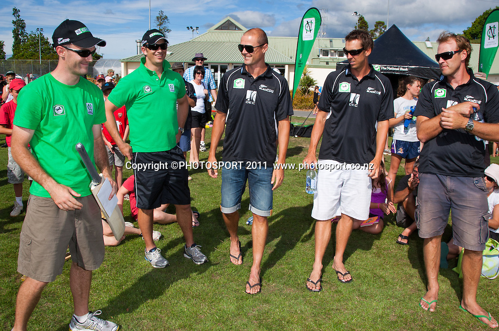 Andrew Stirling, coach of Hamilton Star University Cricket Club with a Black Caps signed bat and $500 man of match fee donated by Chris Martin watched by Shane Bond, Brent Arnel and Tim McIntosh during the NCC Super Camp for Primary School players, an initiative by The National Bank to connect with the grass roots of cricket, hosted by Hamilton Star University Cricket Club, Waikato University, Hamilton, New Zealand, Wednesday 5 January 2011. Photo: Stephen Barker/PHOTOSPORT