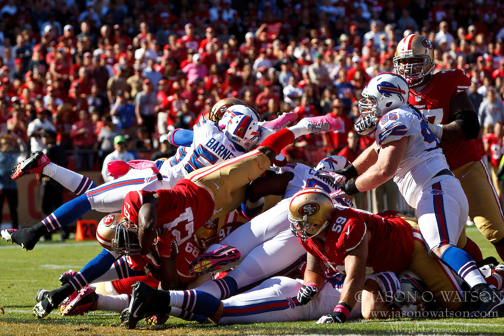 SAN FRANCISCO, CA - OCTOBER 07: running back Frank Gore #21 of the San Francisco 49ers dives into the end zone for a touchdown against the Buffalo Bills during the third quarter at Candlestick Park on October 7, 2012 in San Francisco, California. The San Francisco 49ers defeated the Buffalo Bills 45-3. Photo by Jason O. Watson/Getty Images) *** Local Caption *** Frank Gore