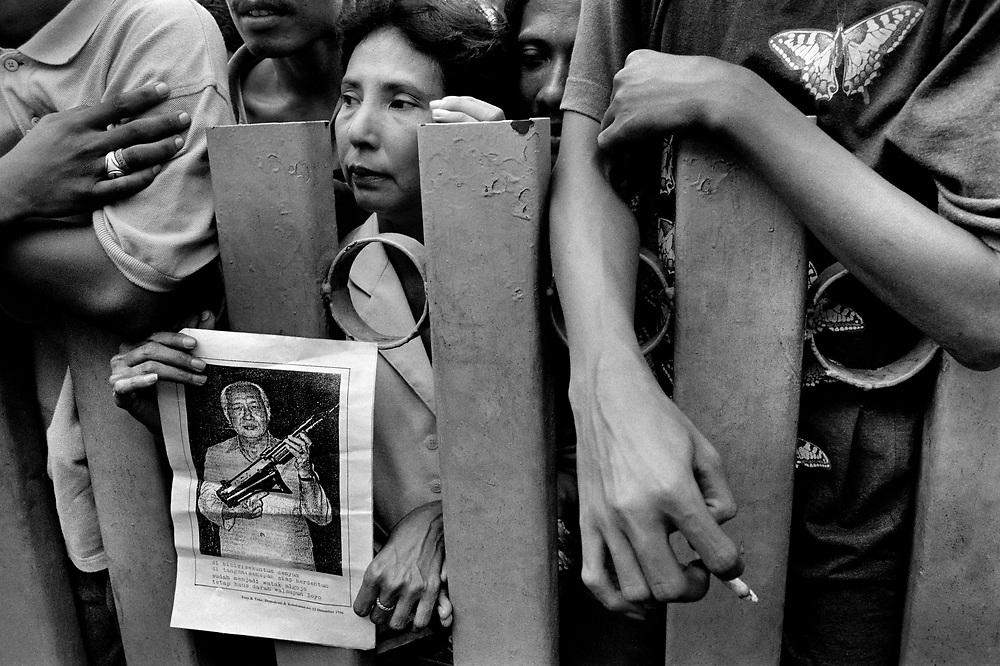 Waiting outside Cipinang Prison for political prisoners to be release Jakarta Indonesia June 1999