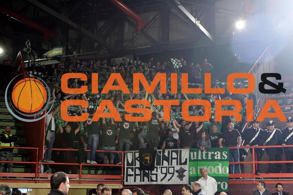 DESCRIZIONE : Caserta Lega A 2009-10 Pepsi Caserta Air Avellino<br /> GIOCATORE : Tifosi Air Avellino<br /> SQUADRA : Air Avellino<br /> EVENTO : Campionato Lega A 2009-2010 <br /> GARA : Pepsi Caserta Air Avellino<br /> DATA : 18/04/2010<br /> CATEGORIA : tifosi<br /> SPORT : Pallacanestro <br /> AUTORE : Agenzia Ciamillo-Castoria/A.De Lise<br /> Galleria : Lega Basket A 2009-2010 <br /> Fotonotizia : Caserta Campionato Italiano Lega A 2009-2010 Pepsi Caserta Air Avellino<br /> Predefinita :