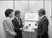 Presentation of award to IDA student enterprise competition, IDA Enterprise House, Pearse Street, Dublin, <br />