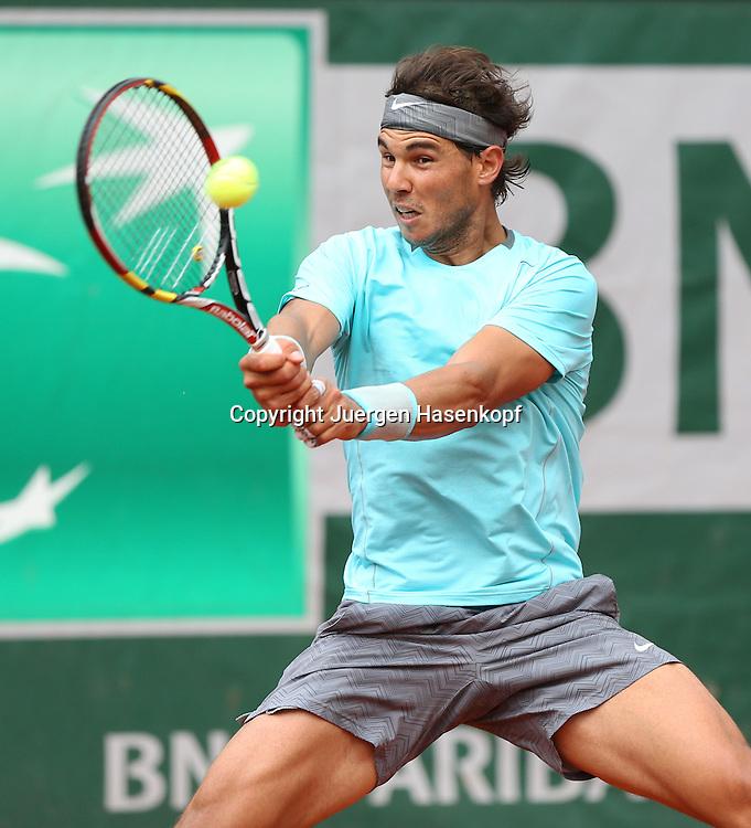 French Open 2014, Roland Garros,Paris,ITF Grand Slam Tennis Tournament,<br /> Rafael Nadal (ESP),Aktion,Einzelbild,Halbkoerper,Hochformat,