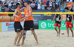 28-06-2015 NED: WK Beachvolleybal day 3<br /> Op het centercourt van SS Rotterdam verslaan Alexander Brouwer #1/ Robert Meeuwsen #2 de Chilenen Matias Tobar #1, Rodrigo Salinas #2 CHI
