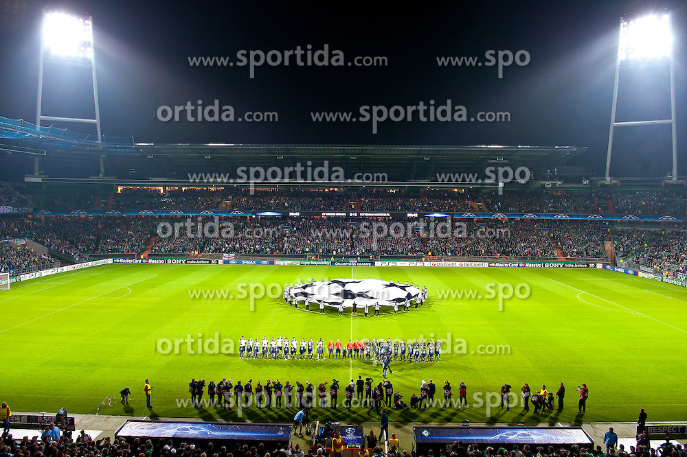 14.09.2010, Weserstadion, Bremen, GER, UEFA CL Gruppe A, Werder Bremen (GER) vs Tottenham Hotspur (UK), im Bild CL Logo Mittelkreis mit Mannschaften - Flutlicht   EXPA Pictures © 2010, PhotoCredit: EXPA/ nph/  Kokenge+++++ ATTENTION - OUT OF GER +++++ / SPORTIDA PHOTO AGENCY