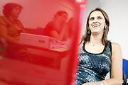 Belo Horizonte_MG, 16 de fevereiro de 2011. .PEGN / Mulheres Empreendedoras..Documentacao do Projeto 10.000 Mulheres do Banco Goldman Sachs teve inicio em 2008 e preve, em 5 anos, investir U$ 100 milhoes na formacao de mulheres empreendedoras de paises em desenvolvimento. No Brasil, a Fundacao Dom Cabral e a responsavel pelo projeto e, 500 mulheres, donas de micro e pequenos negocios foram escolhidas para o programa de gestao empresarial e estruturacao de um plano de negocios. A documentacao fotografica e feita com 5 mulheres que participa do curso em Belo Horizonte...Na foto, Rosani Aparecida de Souza Lopes (Oculos), da empresa, Bufalo Ferramentas Ltda...Contato:..Rosani.(31) 8611 0564.rosanibufalo@yahoo.com.br ..Foto: NIDIN SANCHES / NITRO