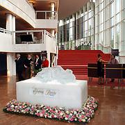 NLD/Amsterdam/20050702 - Premiere Sleeping Beauty on Ice afgelast door slecht ijs, ijssculptuur