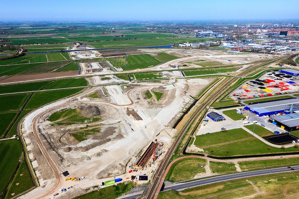 Nederland, Friesland, Leeuwarden, 01-05-2013; aanleg N31 de Haak om Leeuwarden. Nieuwe spoorkruising en aansluiting lokale wegen, bedrijventerrein Newtonpark. Gezien naar aquaduct Van Harinxmakanaal, Leeuwarden in de achtergrond..De nieuwe rijksweg vormt de verbinding tussen de huidige A31 bij Marsum en de N31 bij Hemriksein (Wâldwei)..Construction site of new motorway junction of the N31 near Leeuwarden(back), crossing the railway, connects business park(r).  luchtfoto (toeslag op standard tarieven).aerial photo (additional fee required).copyright foto/photo Siebe Swart
