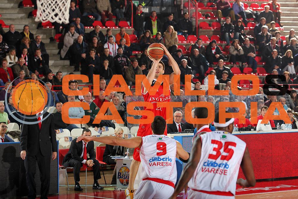 DESCRIZIONE : Varese Lega A 2010-11 Cimberio Varese Angelico Biella<br /> GIOCATORE : Jeff Viggiano<br /> SQUADRA : Angelico Biella<br /> EVENTO : Campionato Lega A 2010-2011<br /> GARA : Cimberio Varese Angelico Biella<br /> DATA : 02/01/2011<br /> CATEGORIA : Tiro<br /> SPORT : Pallacanestro<br /> AUTORE : Agenzia Ciamillo-Castoria/G.Cottini<br /> Galleria : Lega Basket A 2010-2011<br /> Fotonotizia : Varese Lega A 2010-11 Cimberio Varese Angelico Biella<br /> Predefinita :