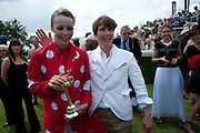 EDIE CAMPBELL; SOPHIE HICKS, Glorious Goodwood. Ladies Day. 28 July 2011. <br /> <br />  , -DO NOT ARCHIVE-© Copyright Photograph by Dafydd Jones. 248 Clapham Rd. London SW9 0PZ. Tel 0207 820 0771. www.dafjones.com.