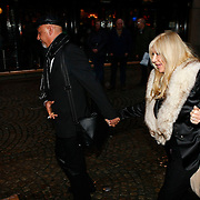 NLD/Amsterdam/20091209 - Presentatie Playboycover Patricia Paay, Mary Borsato hand in hand met een vriend