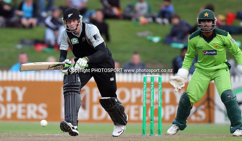 New Zealand batsman Martin Guptill in action batting. New Zealand Black Caps v Pakistan, Match 2. Twenty 20 Cricket match at Seddon Park, Hamilton, New Zealand. Tuesday 28 December 2010. Photo: Andrew Cornaga/photosport.co.nz