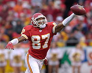 Kansas City Chiefs wide receiver Eddie Kennison reaches up for a pass in the first half against Jacksonville at Arrowhead Stadium in Kansas City, Missouri, December 31, 2006.  The Chiefs beat the Jaguars 35-30.<br />