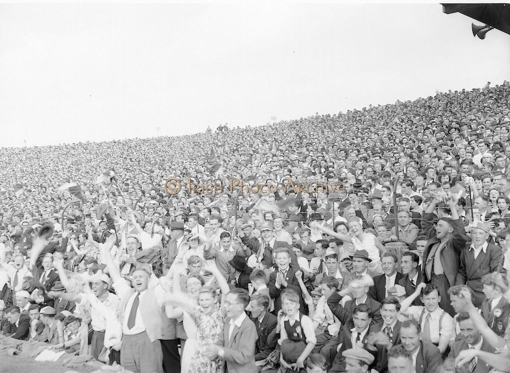 Neg No: 860/a1769-a1778,..4091955AISHCF,....04.09.1955, 09.14.1955, 4th September 1955,...All Ireland Senior Hurling Championship - Final,..Wexford.03-13,.Galway.02-08,..