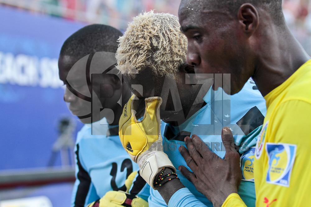 RAVENNA, ITALIA, 08 DE SETEMBRO DE 2011 - COPA DO MUNDO DE BEACH SOCCER - <br /> <br /> PORTUGAL X SENEGAL-  Goleiro AlSeyni camisa 1 do Senegal apos ser desclassificado nos penaltis na partida contra a Portugal, v&aacute;lida pelas quartas de final da Copa do Mundo de Beach Soccer, no Est&aacute;dio Del Mare, em Ravenna, It&aacute;lia, nesta quinta-feira (8). FOTO: VANESSA CARVALHO - NEWS FREE