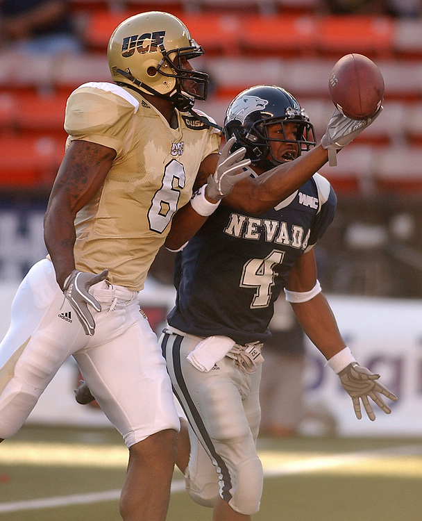 Central Florida's Brandon Mitchell beats Nevada's De'Angelo Wilson for the catch and touchdown during the 2005 Sheraton Hawai'i Bowl at Aloha Stadium in Honolulu, Dec. 24, 2005.<br />