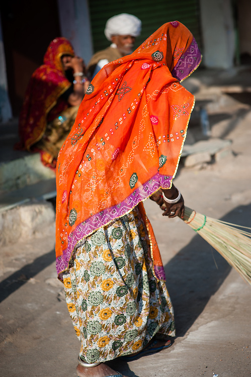 Woman sweeper in sari (India)