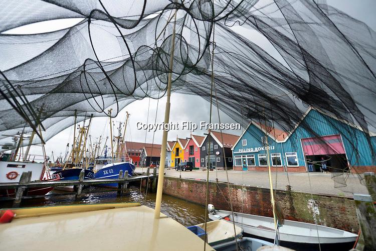 Nederland, the Netherlands, Zoutkamp, 11-8-2016 Fuiken voor de palingvangst op de boot van Gaele Postma. In het Groningse dorp Zoutkamp is na de indamming van de Lauwerszee de garnalenvisserij nagenoeg verdwenen. Wel is er nog een reparatiewerf, de palingrokerij van palingvisser Gaele Postma, het visserijmuseum, de visafslag van de Rousant, waar garnalenkroketten gemaakt worden, en een jachthaven waar in de zomer veel recreatieschepen liggen. Toch vinden nog steeds veel mensen uit dit dorp werk in die sector. Een deel van de economische teruggang is opgevangen door het toerisme en de pleziervaart . Foto: Flip Franssen