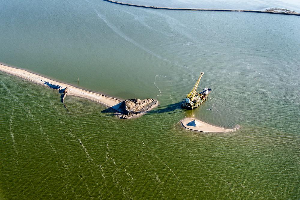 Nederland, Flevoland, Houtribdijk, 07-05-2018; Marker Wadden. Naast het hoofdeiland is er inmiddels een tweede eiland in wording, de uiteindelijk Marker Wadden archipel zal uit vijf eilanden bestaan. Werkschip.<br /> Doel van het project van Natuurmonumenten en Rijkswaterstaat is herstel van de ecologie in het gebied, met name de kwaliteit van bodem en water.<br /> Marker Wadden first phase of the construction, the main island, is finished. The aim of the project is to restore the ecology in the area, in particular the quality of soil and water.<br /> luchtfoto (toeslag op standard tarieven);<br /> aerial photo (additional fee required);<br /> copyright foto/photo Siebe Swart