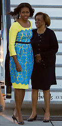 © Licensed to London News Pictures. 15/06/2015. Stansted, UK. First Lady MICHELLE OBAMA pictured with her mother MARIANA ROBINSON as she arrives in the UK at Stansted Airport  for the start of a three day visit to the UK. During the visit the First Lady and her family will meet with students at Mulberrry School for Girls and have Tea with Prime Minister David Cameron and Samantha Cameron. Photo credit: Ben Cawthra/LNP