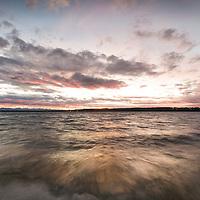 Starnberger See bei Sturm in der Abenddämmerung, Fünf-Seen-Land, Oberbayern, Deutschland * Stormy Lake Starnberg at dusk, Upper Bavaria, Germany