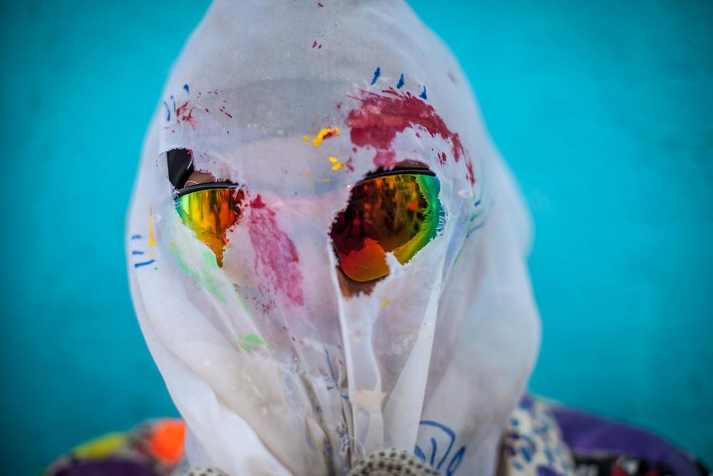 Retrato de un participante de la festividad del Corpus Christi, representada en Venezuela a traves del ritual magico-religioso de los Diablos Danzantes. Los Diablos de Naiguata se identifican por pintar sus propios trajes y decorarlos con cruces, rayas y circulos, figuras que impiden que el maligno los domine. Las mascaras son en su gran mayoria animales marinos. Llevan escapularios cruzados, crucifijos y cruces de palma bendita. Naiguata, 30 Mayo 2013. (ivan gonzalez)