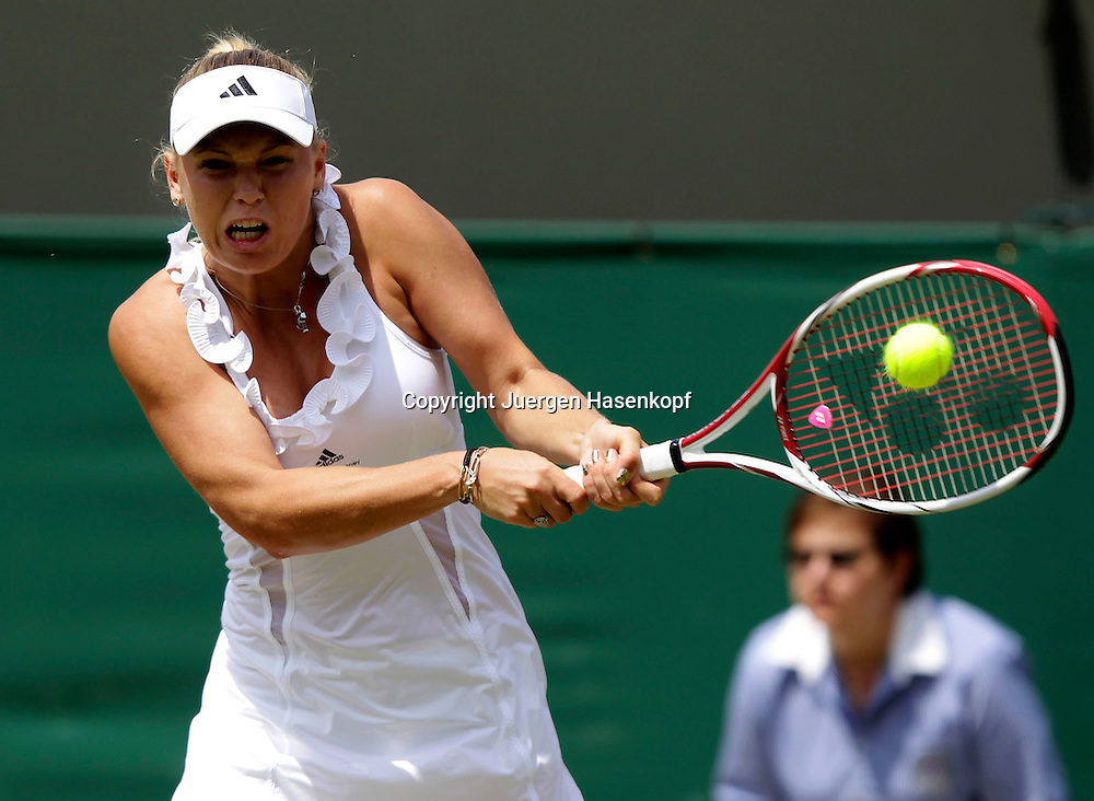 Wimbledon Championships 2011, AELTC,London,.ITF Grand Slam Tennis Tournament . Caroline Wozniacki (DEN),Einzelbild,Aktion,Halbkoerper,Querformat,