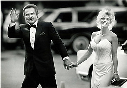 Aug. 5, 1989 - Florida, U.S. - 8/5/89 - Burt Reynolds and Loni arrive at the Burt Reynols Dinner Theatre for the last performance. (Credit Image: © Handout/The Palm Beach Post via ZUMA Wire)