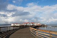 Columbia River och anl&auml;ggning f&ouml;r konservering av fisk d&auml;r m&aring;nga av de finska invandrarna arbetade. Idag &auml;r drivs en restaurang och ett bryggeri i lokalerna. Astoria, Oregon. <br /> <br /> Foto: Christina Sj&ouml;gren