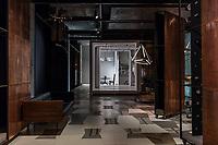 """Фотосъемка интерьера галереи гаражного дизайна """"Тіні та Відтінки"""". Общий вид интерьера шоурума."""