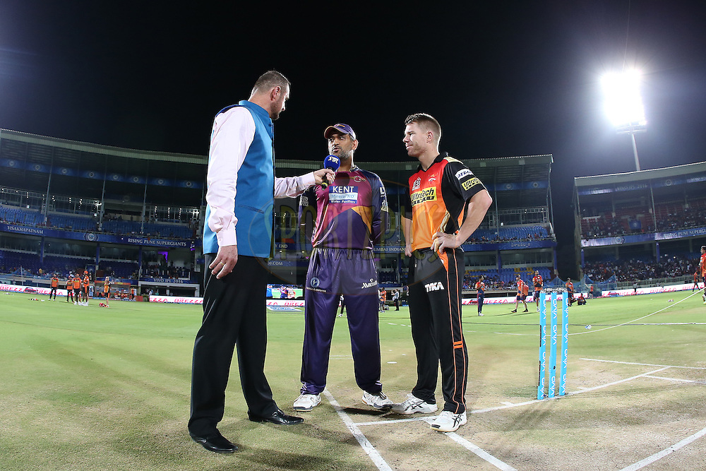 Commentator Simon Doull interviews Rising Pune Supergiants captain MS Dhoni and Sunrisers Hyderabad captain David Warner after the toss during match 40 of the Vivo IPL 2016 (Indian Premier League) between Rising Pune Supergiants and Sunrisers Hyderabad held at the ACA-VDCA Stadium, Visakhapatnam on the 10th May 2016<br /> <br /> Photo by Shaun Roy / IPL/ SPORTZPICS