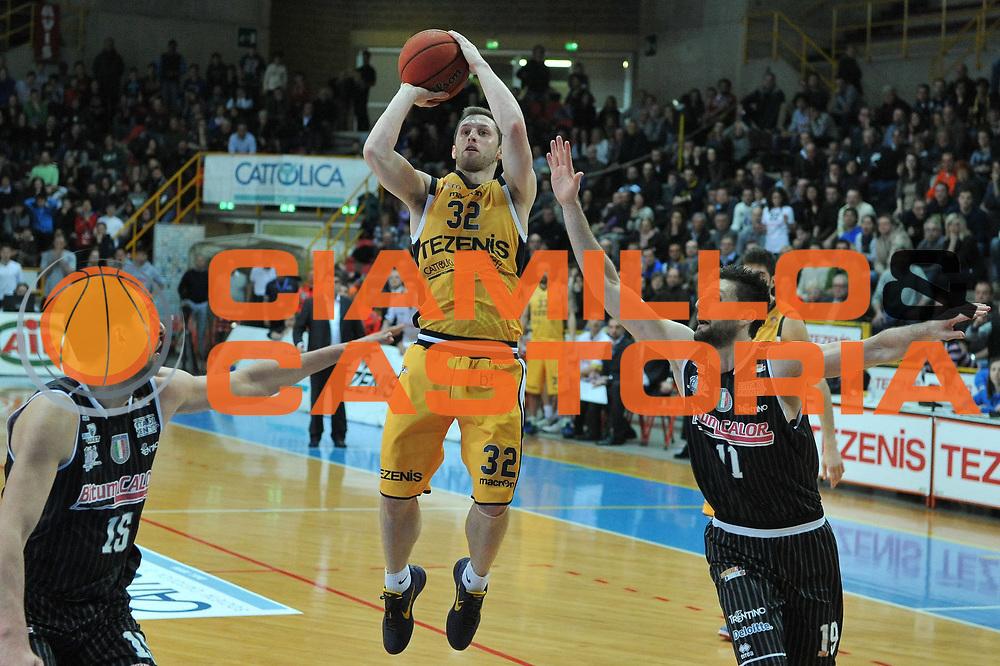 DESCRIZIONE : Trieste Campionato Lega A2 2012-2013 Tezenis Verona Bitumcalor Trento<br /> GIOCATORE : mickey mcconnell<br /> CATEGORIA :  tiro<br /> SQUADRA : Tezenis Verona Bitumcalor Trento<br /> EVENTO : Campionato Lega A2 2012-2013<br /> GARA : Tezenis Verona Bitumcalor Trento<br /> DATA : 29/03/2013<br /> SPORT : Pallacanestro <br /> AUTORE : Agenzia Ciamillo-Castoria/M.Gregolin<br /> Galleria : Lega Basket A2 2012-2013 <br /> Fotonotizia : Trieste Campionato Lega A2 2012-2013 Tezenis Verona Bitumcalor Trento<br /> Predefinita :