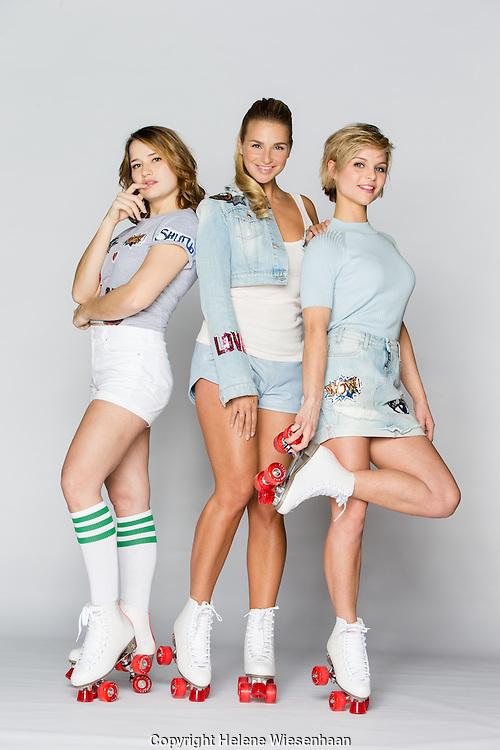Barbara Sloesen, Gaby Blaaser en Stijn Fransen, actrices van GTST poseren voor Veronica Magazine, januari 2016 in Amsterdam