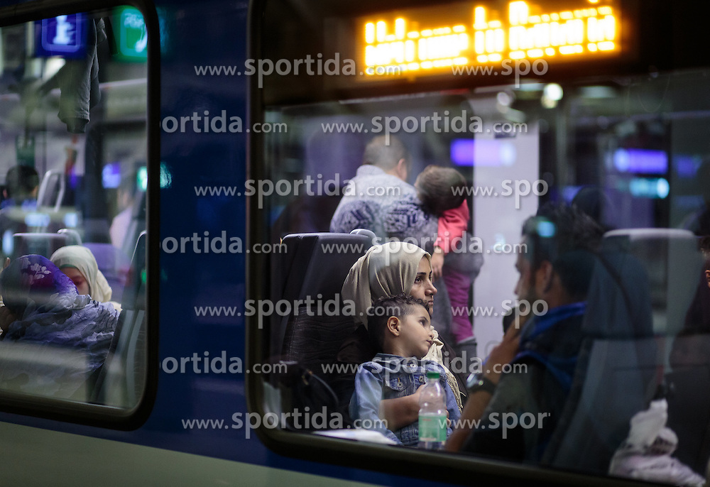 12.09.2015, Hauptbahnhof Salzburg, AUT, Fluechtlinge am Hauptbahnhof Salzburg auf ihrer Reise nach Deutschland, im Bild eine Flüchtlingsfamilie wartet im Zug nach Muenchen auf die Abfahrt // a refugee family waiting for departure in a train to Munich. According to reports thousands of refugees fleeing violence and persecution in their own countries continue to make their way toward the EU, just days before Euopean leaders are set to meet in Brussels to discuss a solution to the arrival of so many people, Main Train Station, Salzburg, Austria on 2015/09/12. EXPA Pictures © 2015, PhotoCredit: EXPA/ JFK