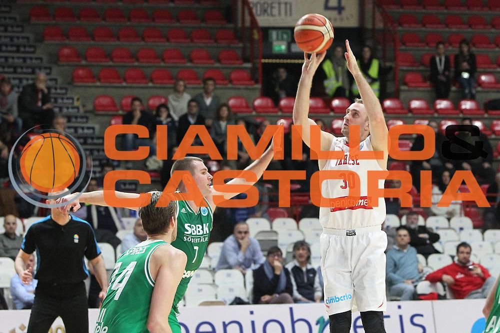 DESCRIZIONE: Varese FIBA Europe cup 2015-16 <br /> Openjobmetis Varese vs Sodertalje Kings<br /> GIOCATORE: Rihard Kuksiks <br /> CATEGORIA: tiro<br /> SQUADRA: Openjobmetis Varese<br /> EVENTO: FIBA Europe Cup 2015-2016<br /> GARA: EA7 Openjobmetis Varese Sodertalje Kings<br /> DATA: 22/12/2015<br /> SPORT: Pallacanestro<br /> AUTORE: Agenzia Ciamillo-Castoria/A. Ossola<br /> Galleria: FIBA Europe Cup 2015-2016<br /> Fotonotizia: Varese FIBA Europe Cup 2015-16 <br /> Openjobmetis Varese Sodertalje Kings