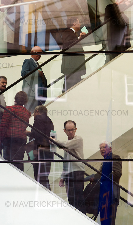 Shareholders arrive at the Edinburgh International Conference Centre in Edinburgh where they will come face to face with the Royal Bank of Scotland directors at todays AGM..03/4/09.Michael Hughes/Maverick.Tel. 07789681770