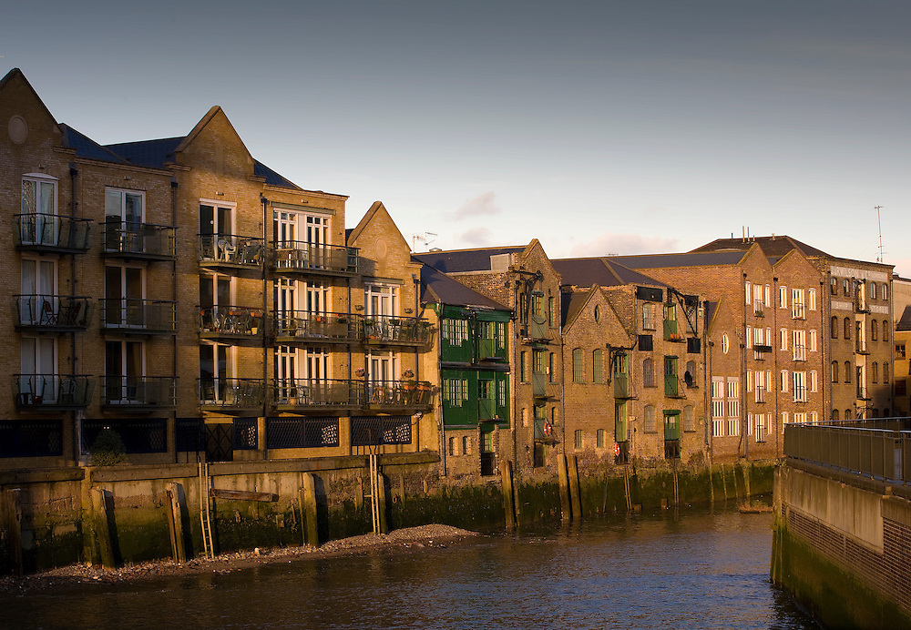 andy spain architectural photography flats in docks in london at sunset residential