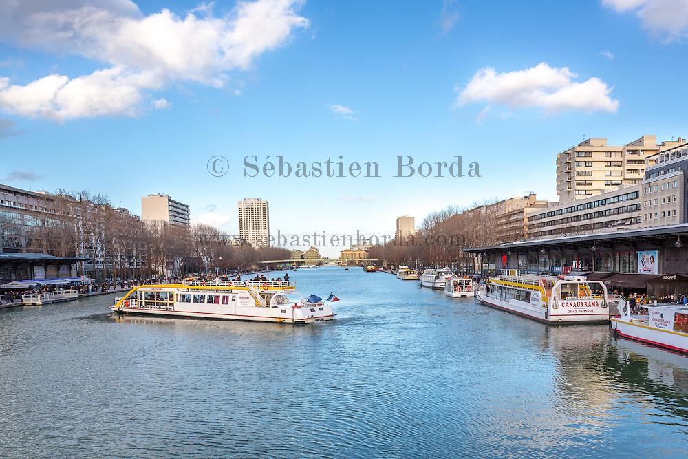Bateau touristique sur le canal de l'Ourcq // Tourist boat on Ourcq canal